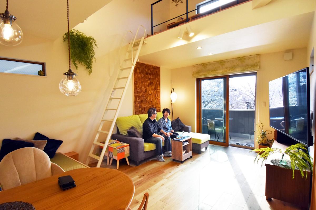 光と風と緑を感じる バルコニーと畳スペースがある家