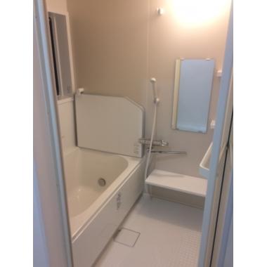 タイル張りのお風呂からユニットバスに。お手入れしやすくなった。