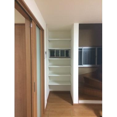 高さをお好みに合わせて調整できる可動棚。