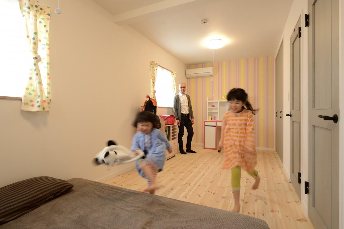 小さい時は広い1つの部屋として 大きくなったらそれぞれの部屋として使えるようにしている