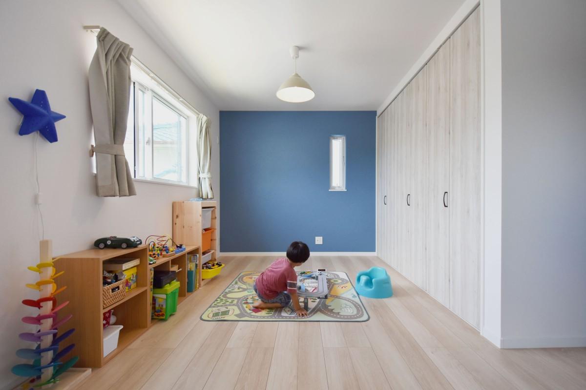 ゆったりとした子ども部屋 将来は2つに分けられるよう設計