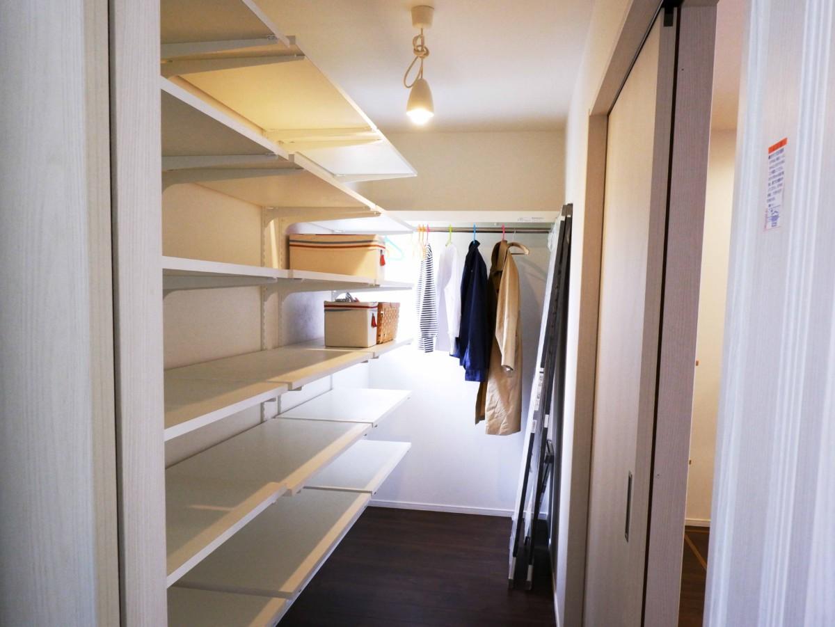 お洋服も食器も生活用品も収納できる約3帖の収納が完成。