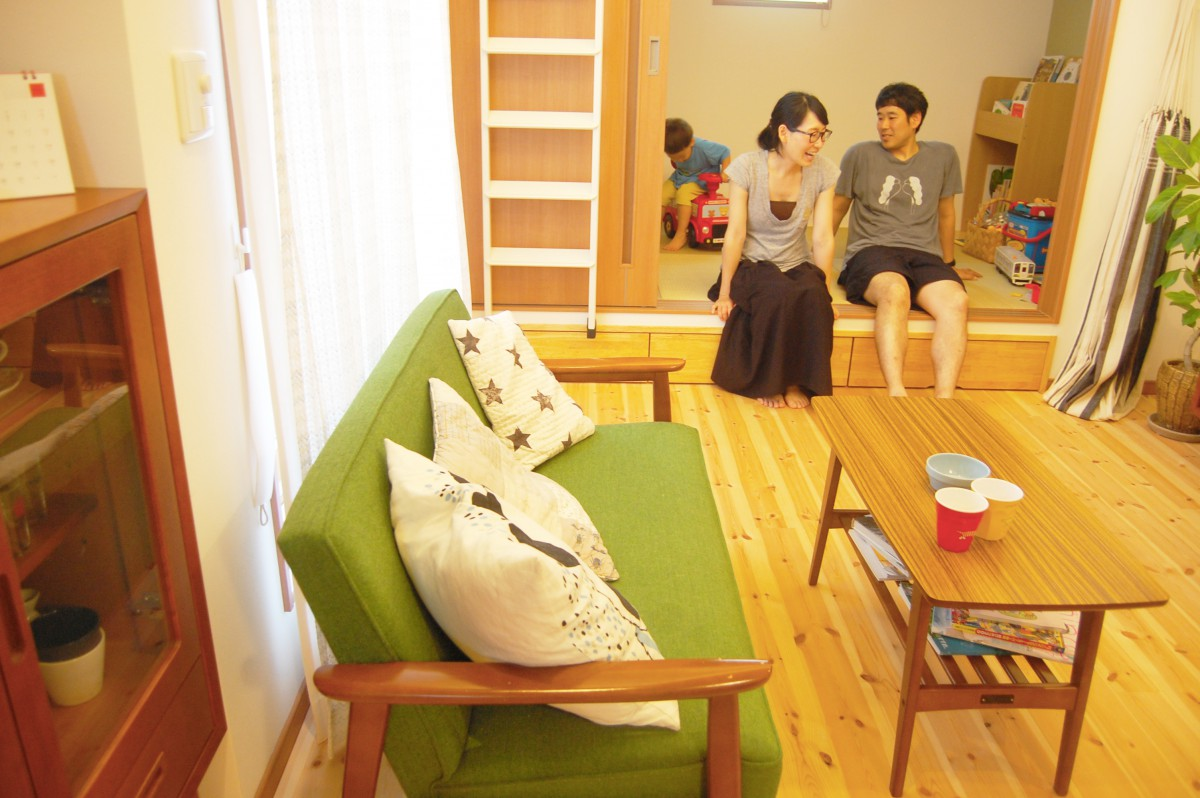座って会話もできる便利な子上がりの和室