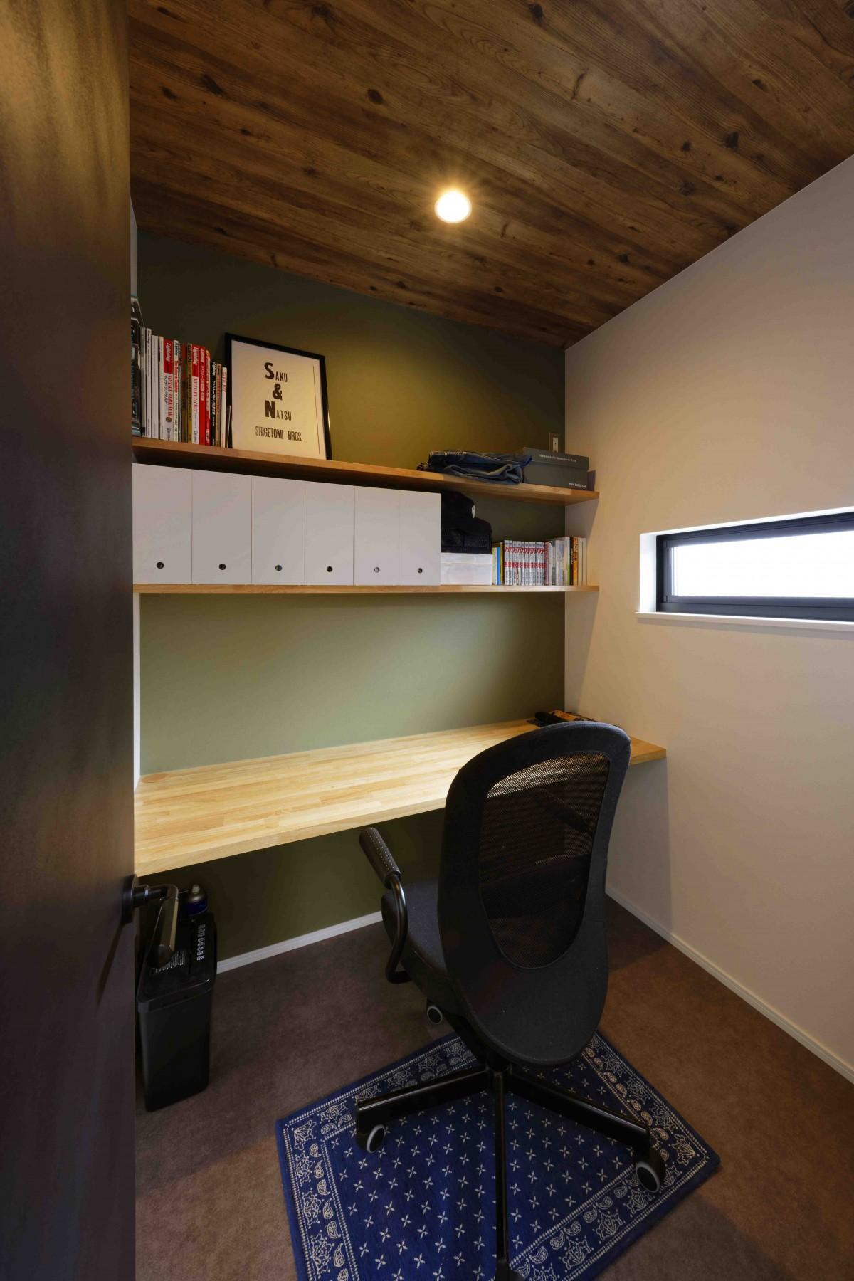 書斎スペースはパパのこもり部屋