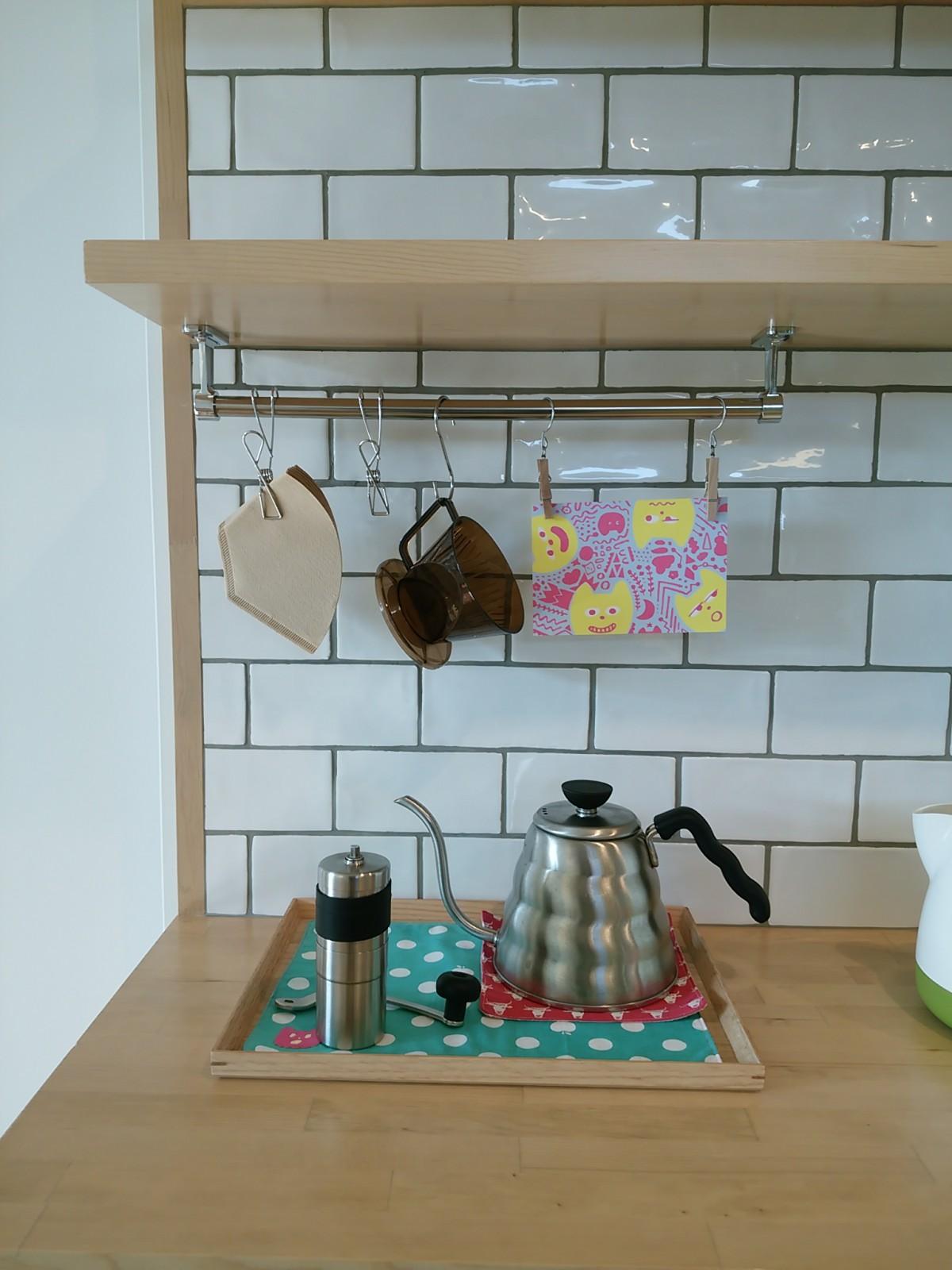"""常に挽きたての豆からコーヒーを入れるとい うご夫婦のお気に入りの""""カフェコーナー"""""""