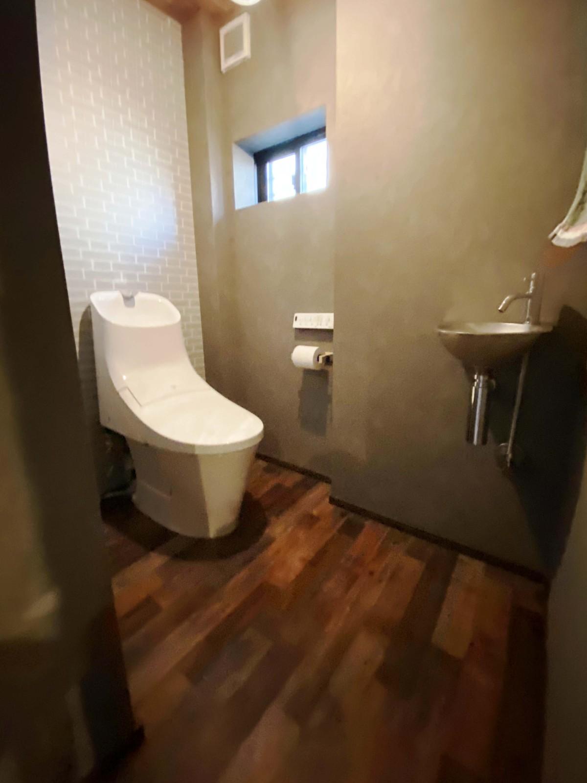 単独で手洗い器を設置。3階建てだからこそ、各階に手を洗える場所があると、ふとした時に便利。