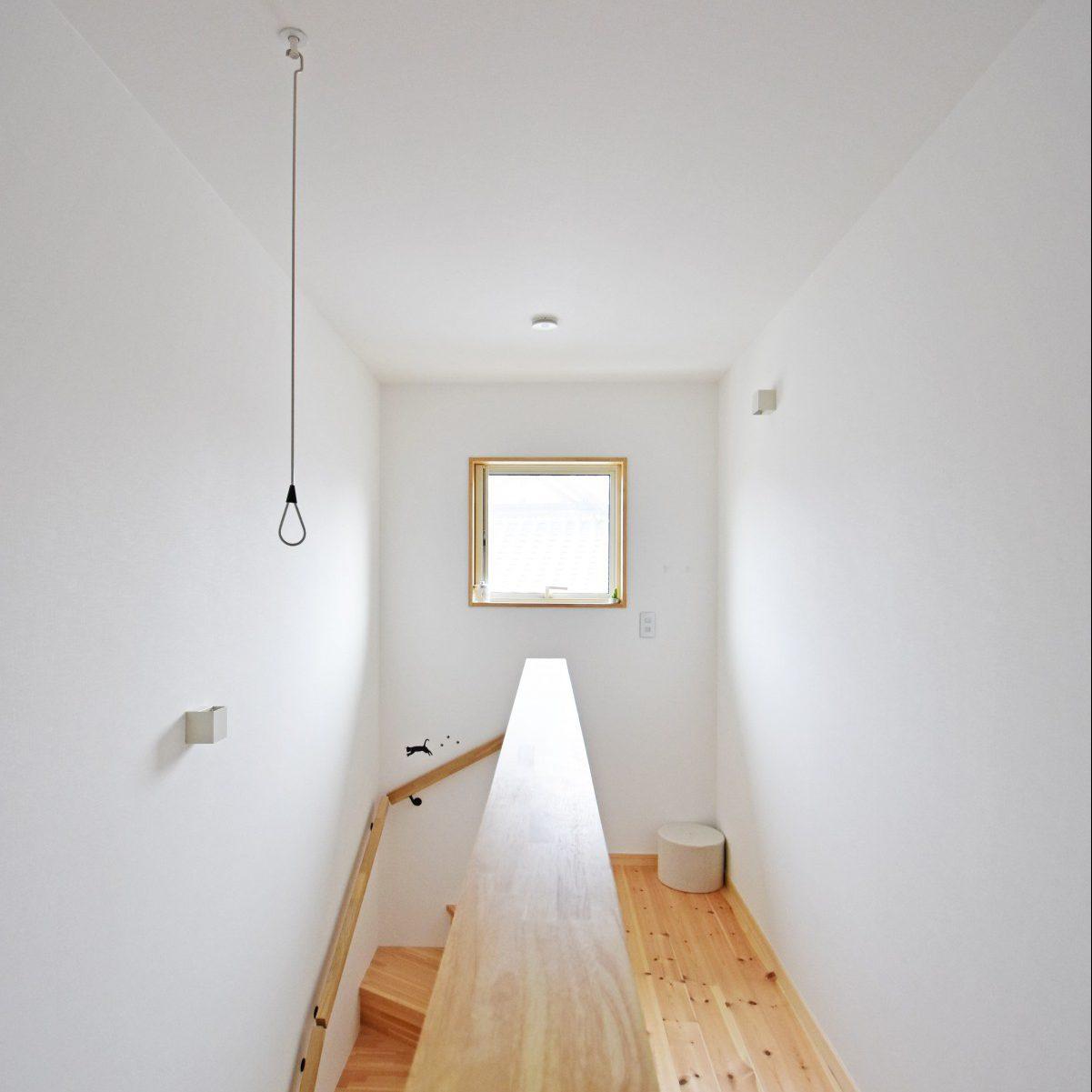 階段にあるスペースを活かして室内干ができるように、家事の効率も考えた。