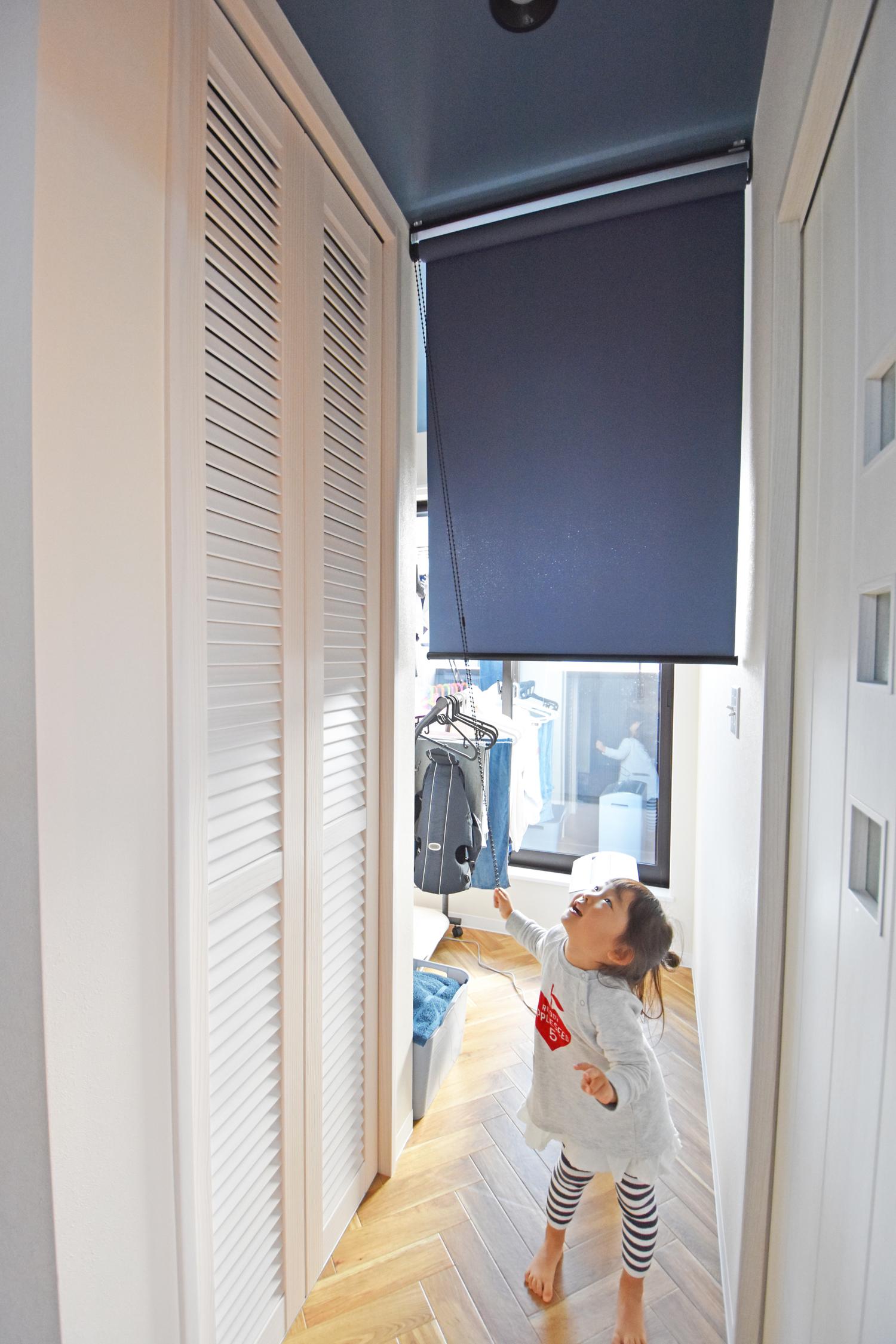 脱衣所から室内物干、バルコニーが一続きに。重たい洗濯物を持っての移動距離が最短で確保されている。