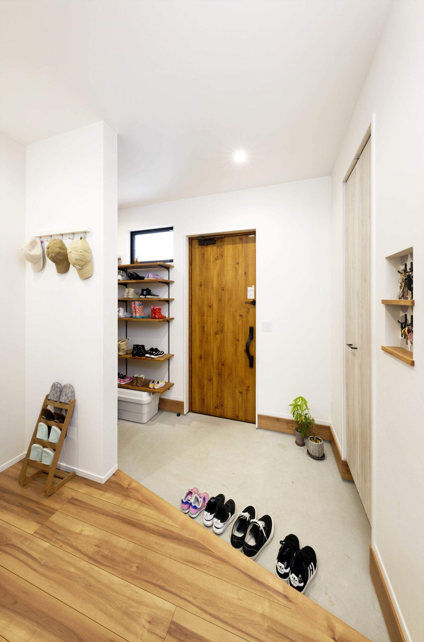 玄関を広めに設けて、毎日の支度がノンストレスに。