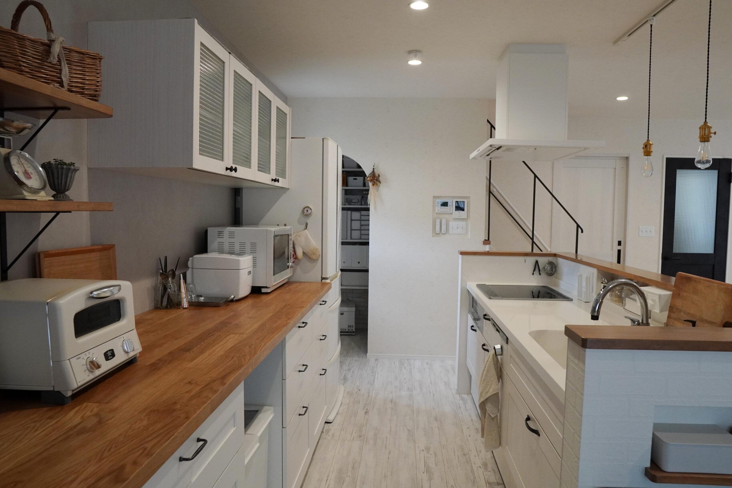 キッチンはぐるっと回れる設計に。家事動線もグッとラクになる。