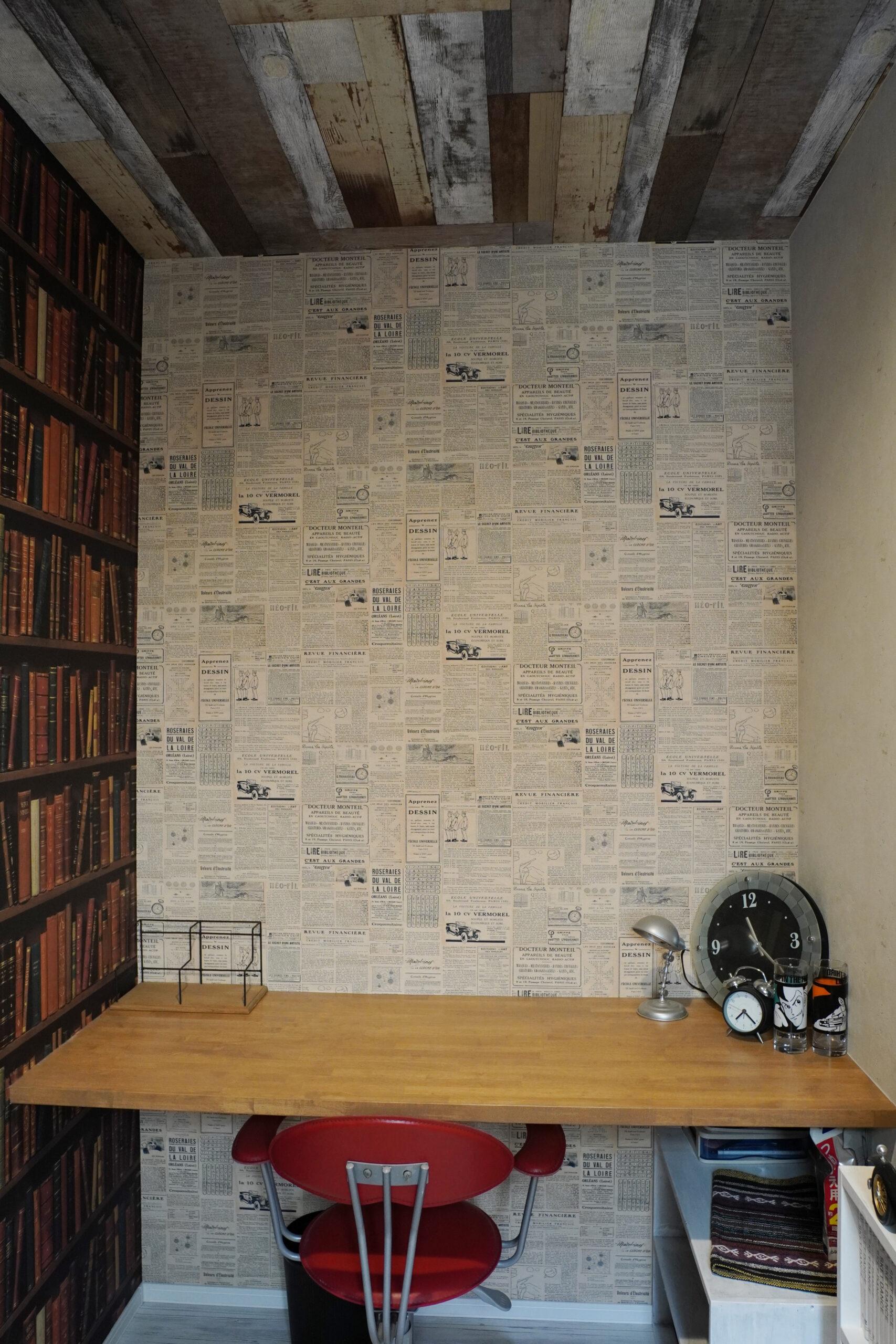 ご主人さまの書斎は、お好みのアクセントクロスをふんだんに使用。まるで秘密基地のよう。