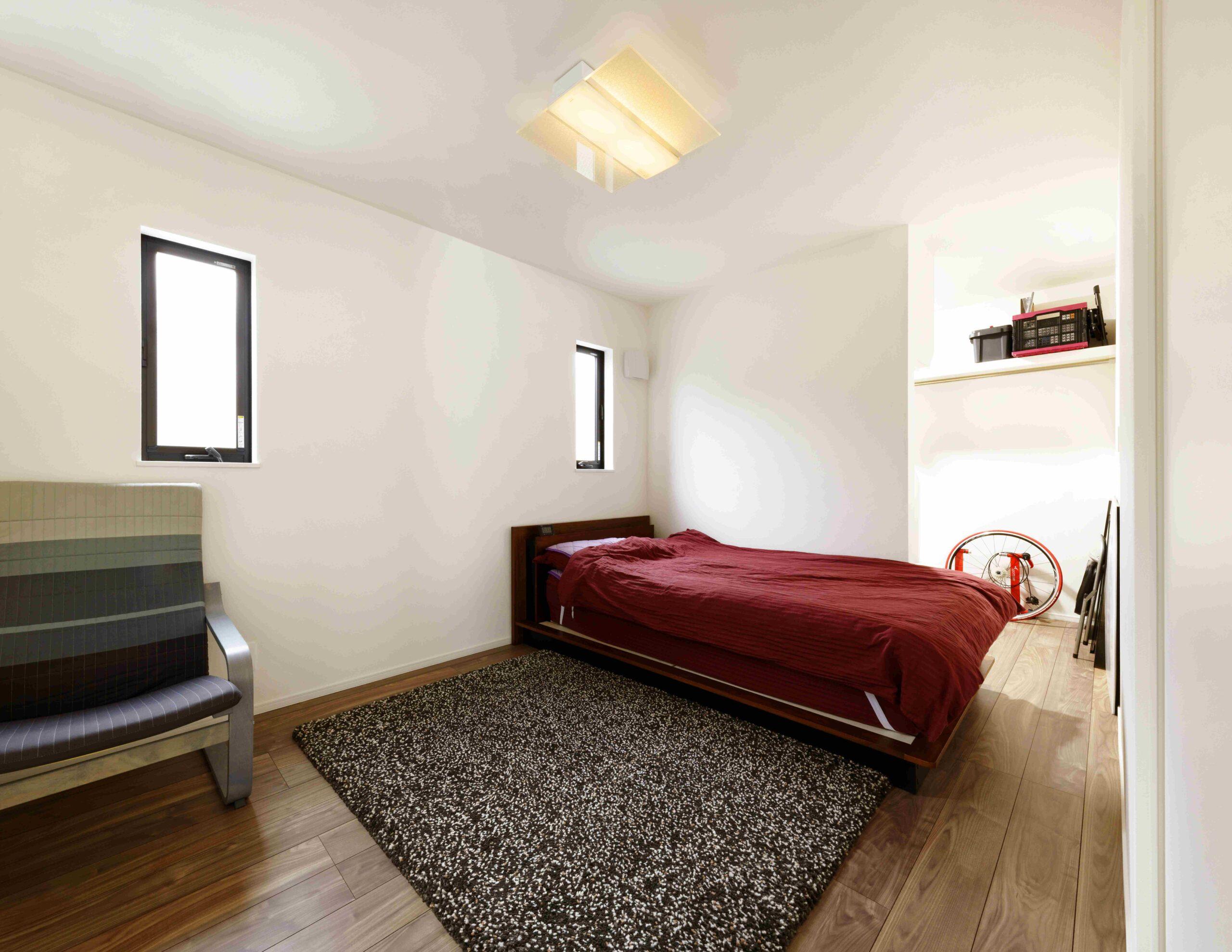 主寝室。WICに扉はないが、正面からは見えないのでスッキリとしている。